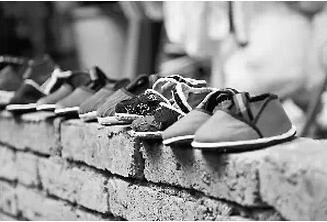 """【荷塘""""有奖金""""征文】那段难忘的布鞋时光(散文)"""